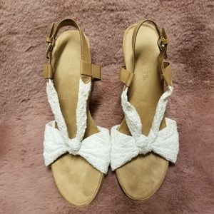 SUPER COMFY Lacey Wedges